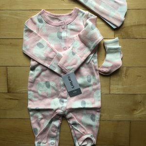 NWT CARTER NEWBORN OUTFIT WITH Socks AND HAT
